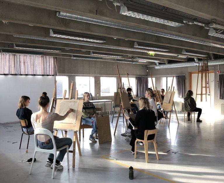 Lektion i teckningssalen med FFK